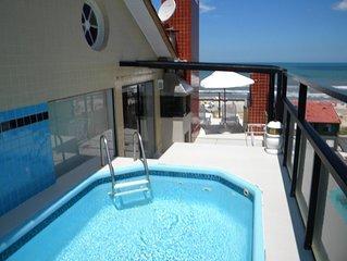 Cobertura Charmosa com piscina em frente ao mar.