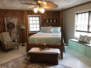 Cottage in the Woods - B&B Suite #2