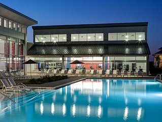 Pool, Fitness Center, Late Check-in! 5 Minutes to OU Campus!