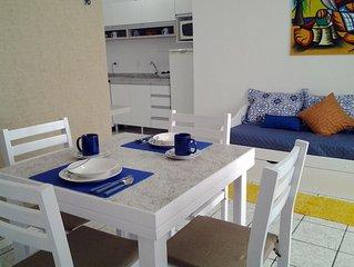 Lindo apartamento no centrinho de Canasvieiras, Wi-Fi e garagem, 200 m do mar!