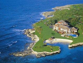 Dazzling Beachfront Estate, Fully Staffed, Kayaks, Offshore Reef, AC, Free Wifi,