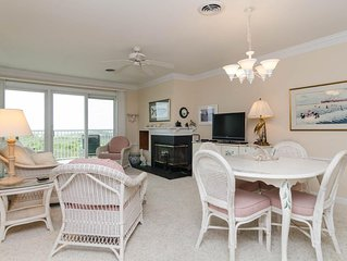 Beautiful oceanfront Condo with pool and tennis court