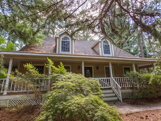 Henlopen Acres home with screened porch and deck!