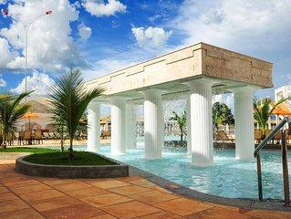 Lacqua diRoma, parque aquatico com mais de 16000m² com piscina de ondas.