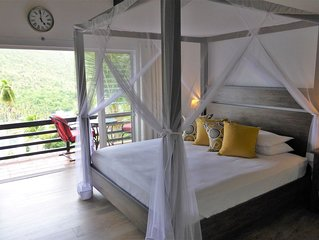 Romantic 5 star B&B suite with tropical breakfast- 5 min walk from beach