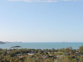 Panoramic Island & Ocean Views. Great for Family's & Groups. 2 minutes to Beach