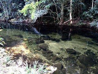 Paraíso na serra espetacular sítio em meio a natureza, rio cristalino