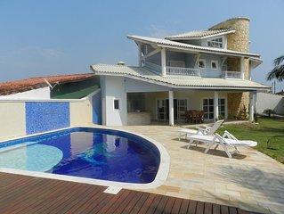 Casa alto padrão 4 suites, ar condicionado, frente ao mar com piscina aquecida.