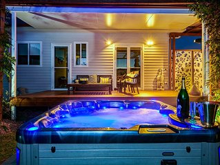 FIRE SAFE, 6 person Spa, Wood Fired Pizza Oven, Pet Friendly, Sandstone Fire Pit