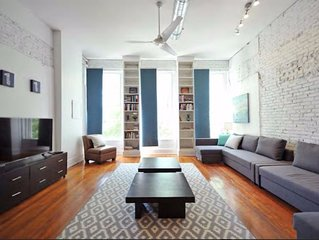 Downtown Historic Loft- 130yr old exposed brick and hardwood