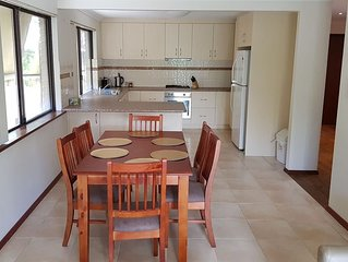 4 Bed House Free WiFi Aircon Pet Freindly