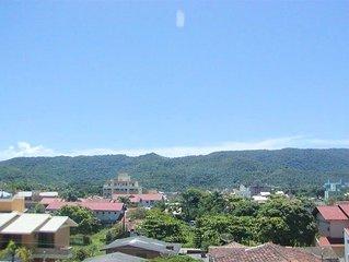 Apartamento Praia de Bombas - Bombinhas SC - 1 suite; 1- quarto com 2 beliches