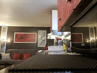Quiet cozy apartment next to highway wifi+netflix