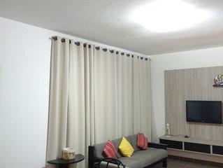 Apartamento confortavel no Embare - 30 mt da praia - acomoda 7 pessoas