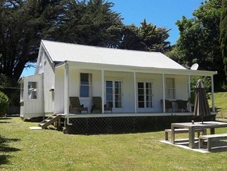Comfortable Kiwi bach with privacy and views