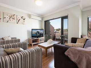 SYDNEY INNER CITY SANCTUARY - 2 BEDROOM APARTMENT - FREE PARKING