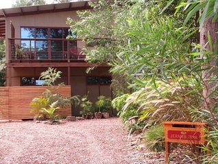 Jeramburra in Ski Cove St, pet friendly, canoe and kayaks, piano