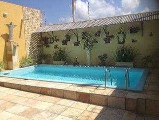 Agradavel aconchegante, casa 4/4, 3stes,piscina, churrasq.ar, net wi-fi
