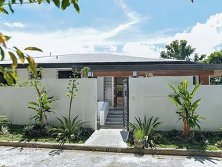 Newly Renovated Beautiful, Spacious Luxury Home, 4b/3b, (5,253 sq.ft.), Up to 12