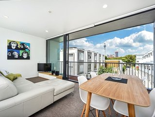 Architecturally Designed Townhouse + Aircon and Carpark
