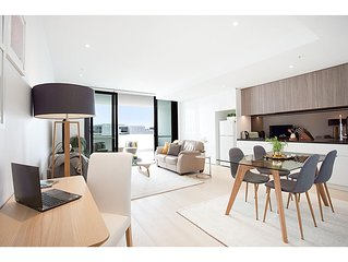 Stunning Brand New Apartment Near Airport And City