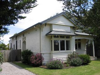 Pet Friendly cottage by the sea