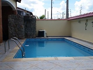 Casa com piscina a 100 metros da praia