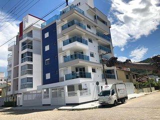 Apartamento com 3 dormitórios e piscina