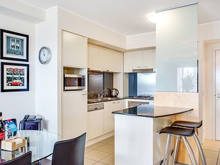 **NEW LISTING** 1 Bedroom Apartment in the HEART of Broadbeach