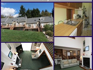 Fox Ridge 103 - Beautiful Townhouse with Stunning Views of the Ski Slopes!