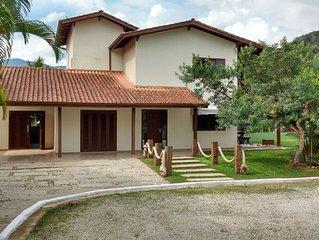 Casa em Condomínio Fechado, Muita Paz, Lazer, Natureza e Segurança 24hs