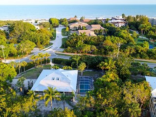 Villa Verde: Beautiful Home w/ Pool in Prime Location! You can see the Beach!