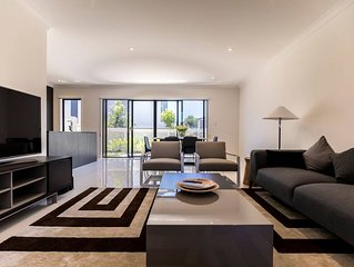 HomePlus - Escape to Modern Home in Hope Island