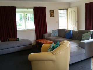 'Chappo's Retreat' Comfortable 3 B'room Home, 2 Acres, Sleeps 8, Linen Supplied.