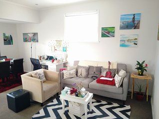 Book a FUNKY URBAN Back in convenient, lively, Newtown