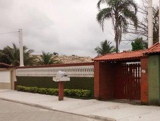 Casa terraço a duas quadra da praia.