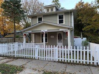Quaint Clean Home Close To Downtown