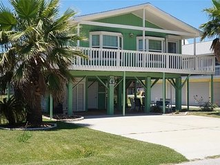 Beautiful Beach bungalow with views of the beach