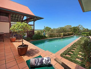 A PERFECT STAY - Toad Hall- Resort style home with pool