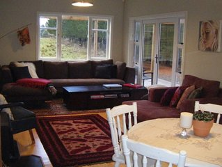 Cosy cottage w modern facilities on 10 acres farm