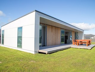 Brand new modern 3 bedroom house with lakeviews 200m from lake