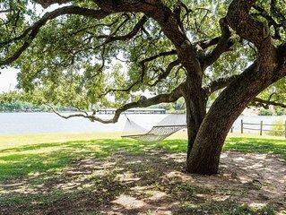 Beautiful lakefront retreat