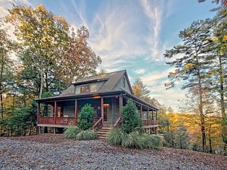 Beautiful cottage in a wooded setting only 15 minutes away for downtown Blue  Ri