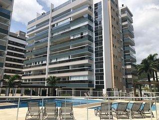 Apartamento com 2 dormitórios á 300 metros da praia