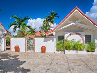 Sunspot Villa 5 BEDROOM (Runaway Bay, North Coast Beach)