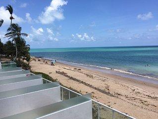 Apartamento 101 Ed. Flamboyant beira mar e vista mar em frente ao Caribessa