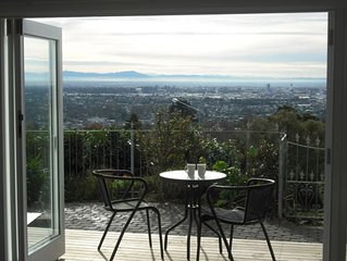 Stunning Apartment with panoramic city and mountain views. Close to everthing!