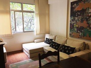 Bem localizado, confortável e Arejado Apto de 2 Q em Ipanema