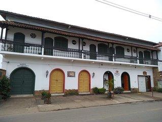Grupos de ate 20 pessoas no centro de Tiradentes | SUITES MERCADO TUNICO.