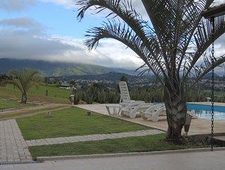 Venha para um lugar onde a natureza toma conta da paisagem, em Atibaia